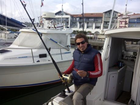 Fernando Zapirain a bordo del barco Kutxi Kutxi