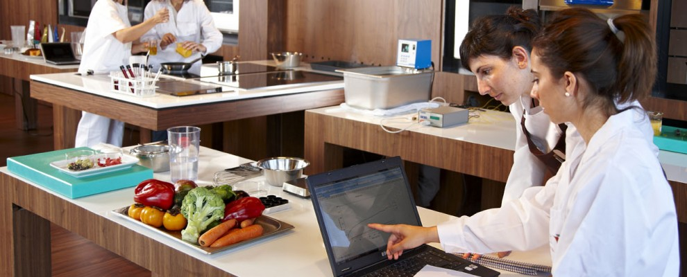 Cocina experimental, Investigación científica aplicada a la cocina, Colaboración de Andoni Luis Aduriz del Restaurante Mugaritz con Azti-Tecnalia, Centro Tecnológico de Investigación Marina y Alimentaria, Derio, Bizkaia, Euskadi, Spain