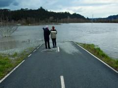 Inundaciones por lluvias en el centro de Asturias. El río Nalón desbordado en Peñaullán, Pravia, a la altura de las carreteras que se internan en la vega