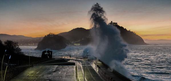 Olas en el paseo nuevo de Donostia datos oceanograficos