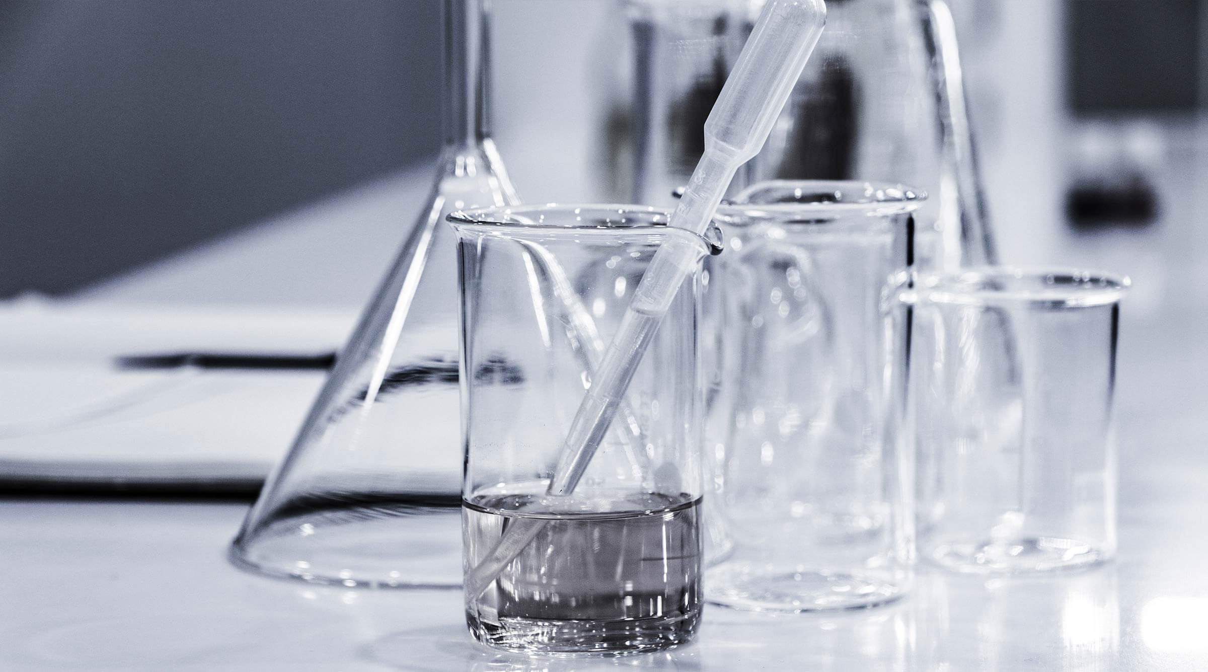 mano-pruebas-proceso-autentificacion-trazabilidad-alimentos-a-traves-de-ADN-azti