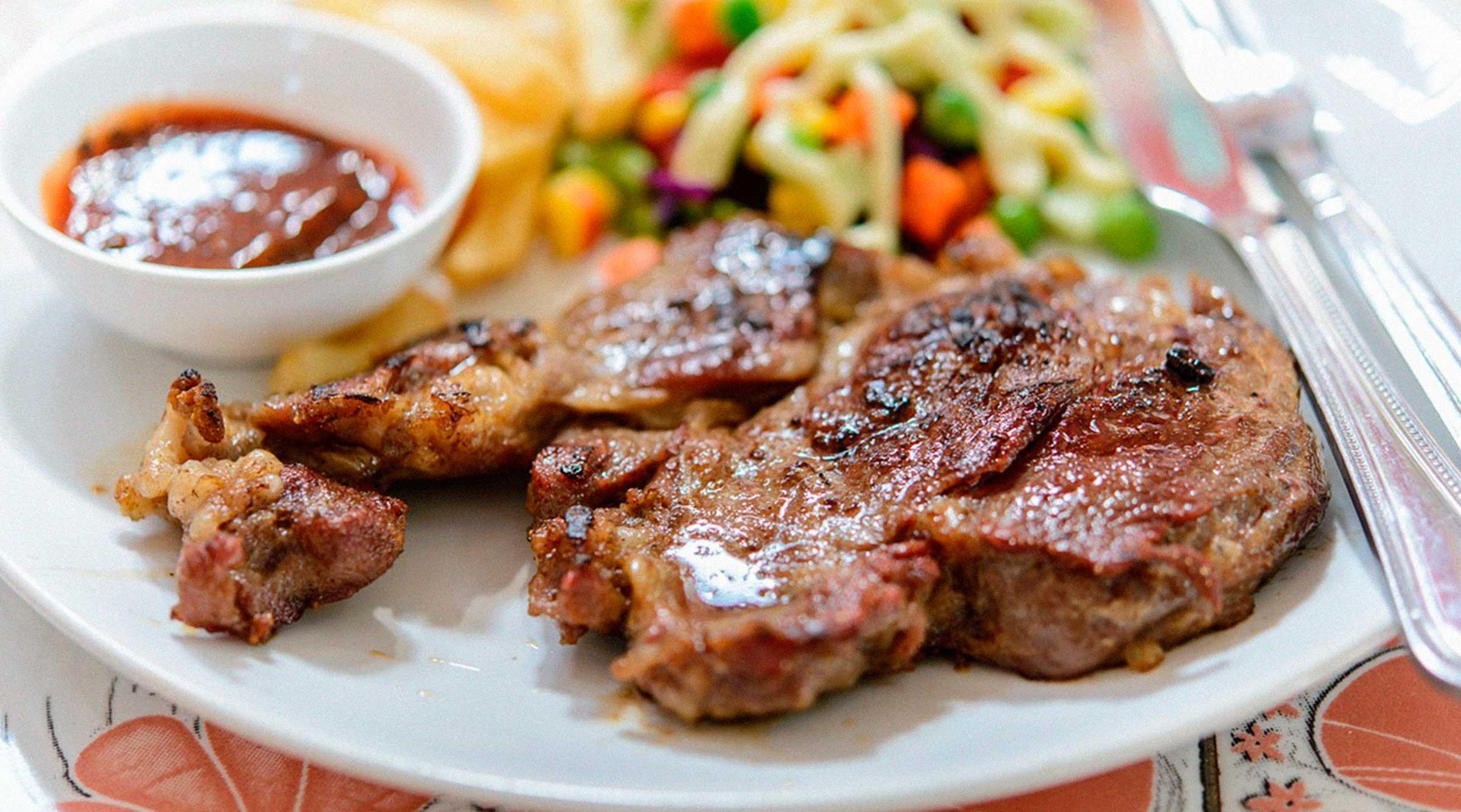 carne-comida-plato-tenedor-del-pasto-al-plato-azti