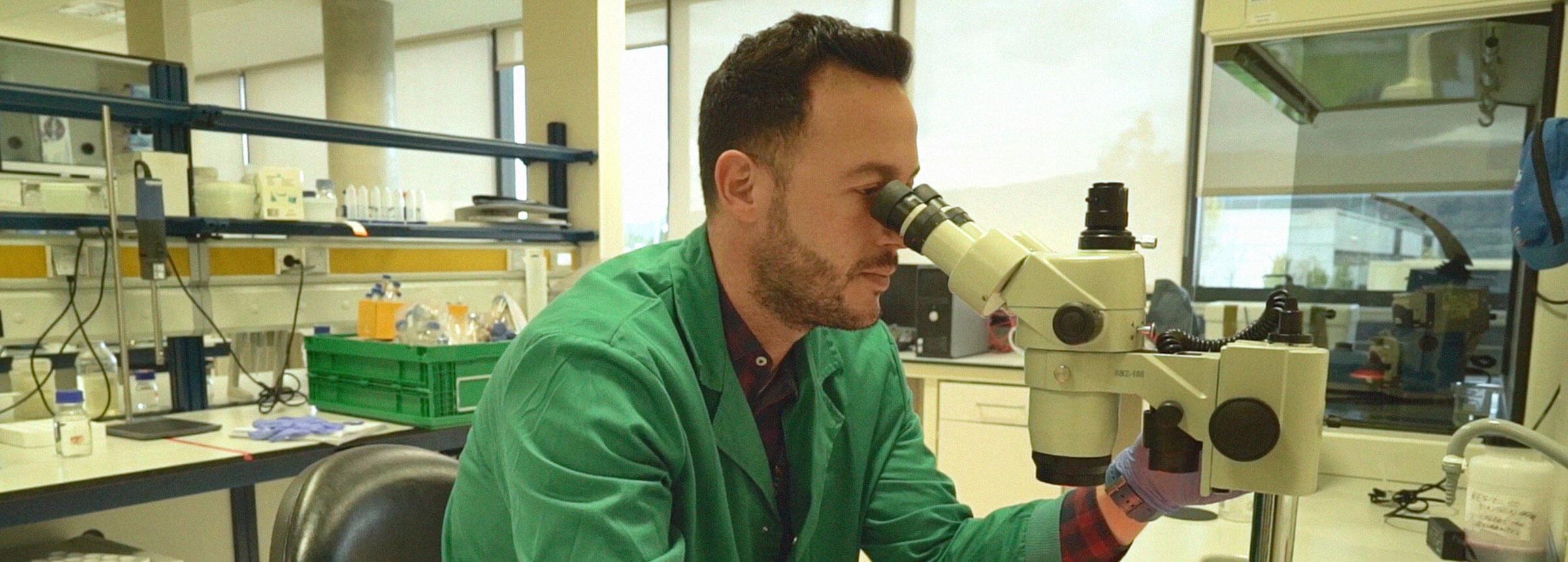 laboratorio-microescopio-probetas-proceso-sobre-azti