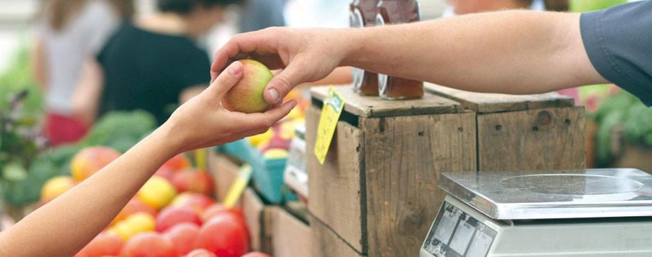 comprando manzana